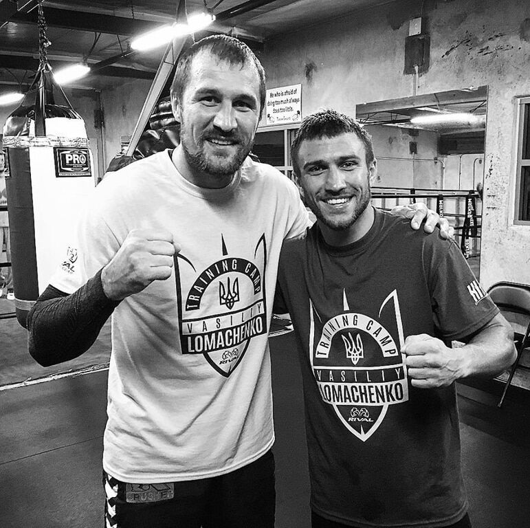 Російський чемпіон світу з боксу одягнув у США футболку з гербом України