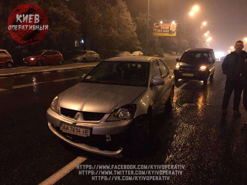Непогода в Киеве: в ДТП разбиты шесть автомобилей