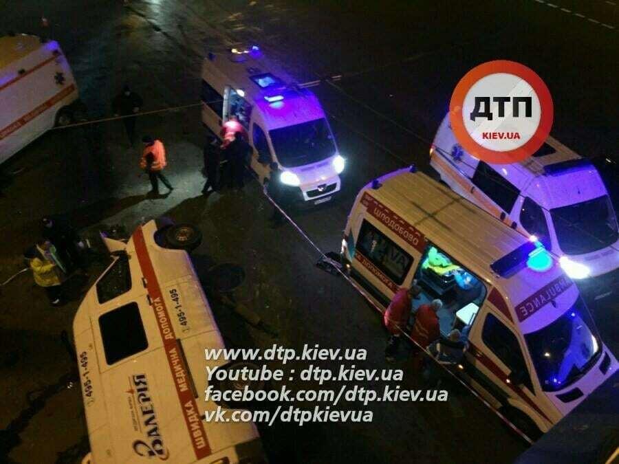 Масштабное ДТП в Киеве со скорой: погиб водитель, 4 пострадавших