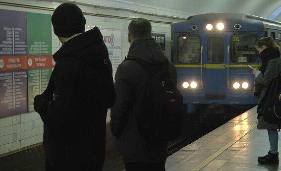 Инцидент в киевском метро: пассажир случайно упал на рельсы