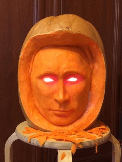 """Не только Х**ло: соцсети повеселил хэллоуинский """"Путин"""" со светящимися глазами"""