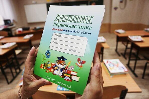 """""""На Украине"""", Сталин и матрешки: чему учат детей в школах """"ДНР"""""""