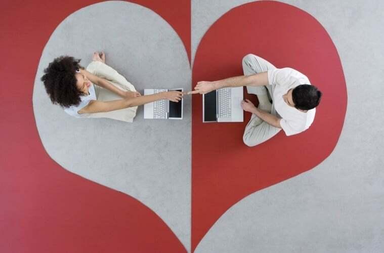 Любов онлайн: як перетворити лайки і смайли на реальні відносини