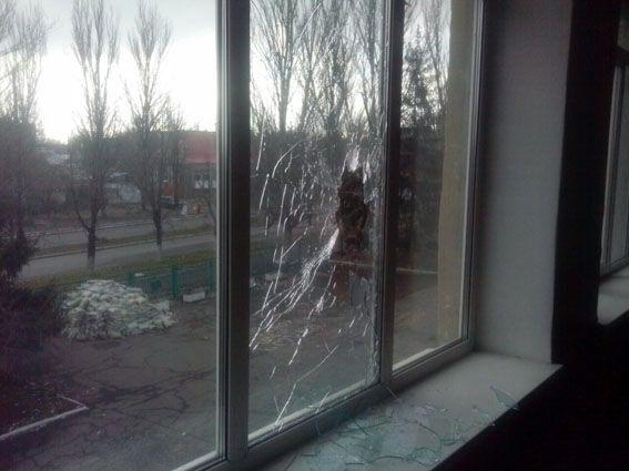 Терористи втретє за місяць обстріляли школу в Мар'їнці