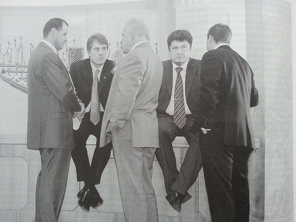 Президентские ножки: в сети показали забавное фото Ющенко и Порошенко