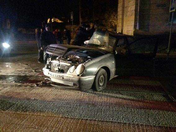 У Львові п'яний підліток на Mercedes убив у ДТП свою подругу