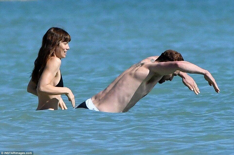 Джастин Тимберлейк и Джессика Бил устроили себе романтические каникулы на Карибах