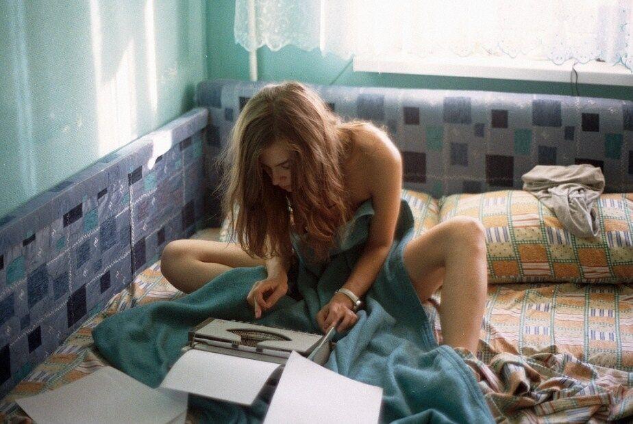 Обнаженная в постели: всплыли интимные фото 24-летней замминистра МВД