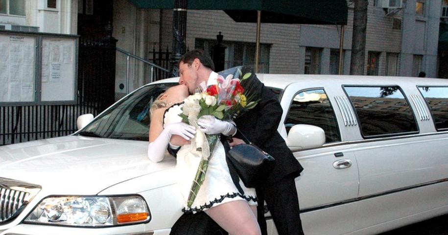 """""""Вона готова була мене з'їсти"""": фотограф зі США """"злив"""" вульгарні весільні фото Захарової"""