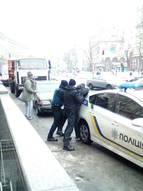 """У центрі Києва поліція затримала """"героя паркування"""""""