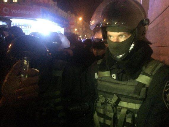 """В Киеве """"потрощили"""" и подожгли офис Медведчука и """"Сбербанк"""""""