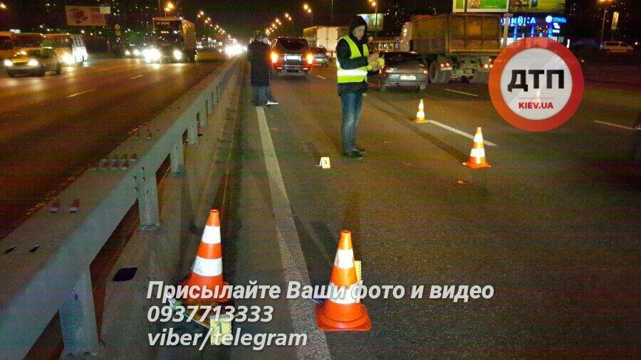 Речі розкидало на 50 м: у Києві позашляховик задавив шестикласника