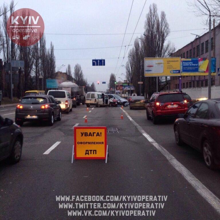 Масштабна ДТП у Києві: винуватець аварії втік