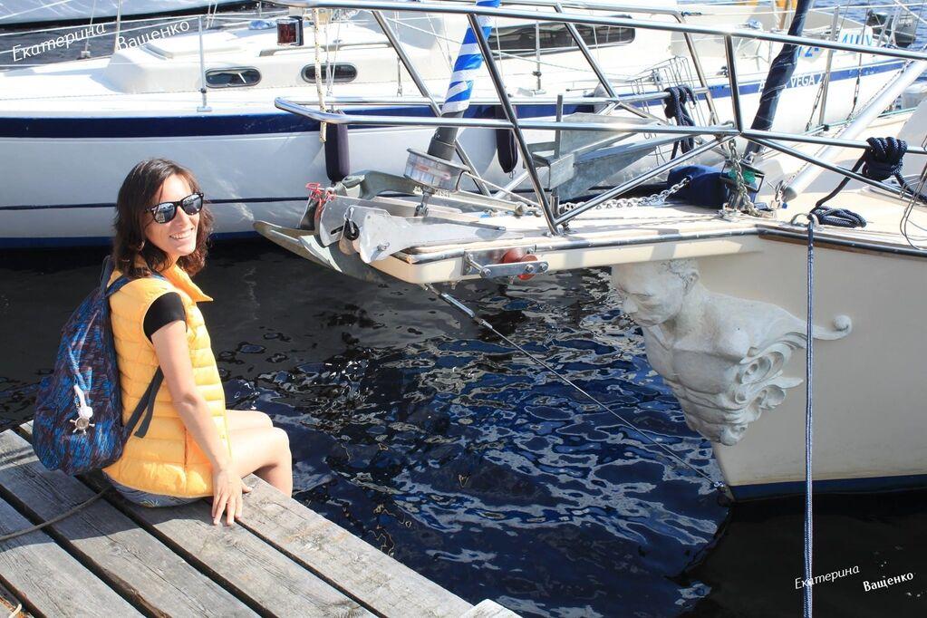 """""""Таке зухвале судно"""": у мережі висміяли фото яхти з фігурою Путіна на носі"""