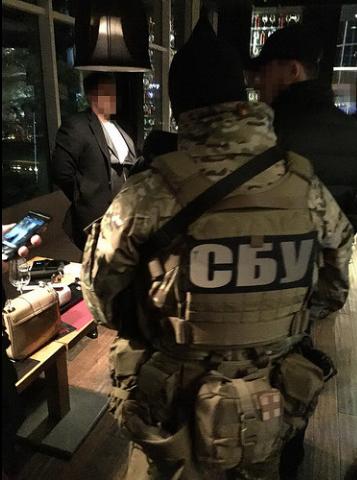 В Одесі двох військових спіймали на великому хабарі