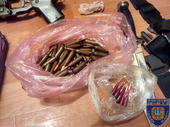 Погрожував підірвати гранату: на Одещині затримали п'яного військового з боєприпасами