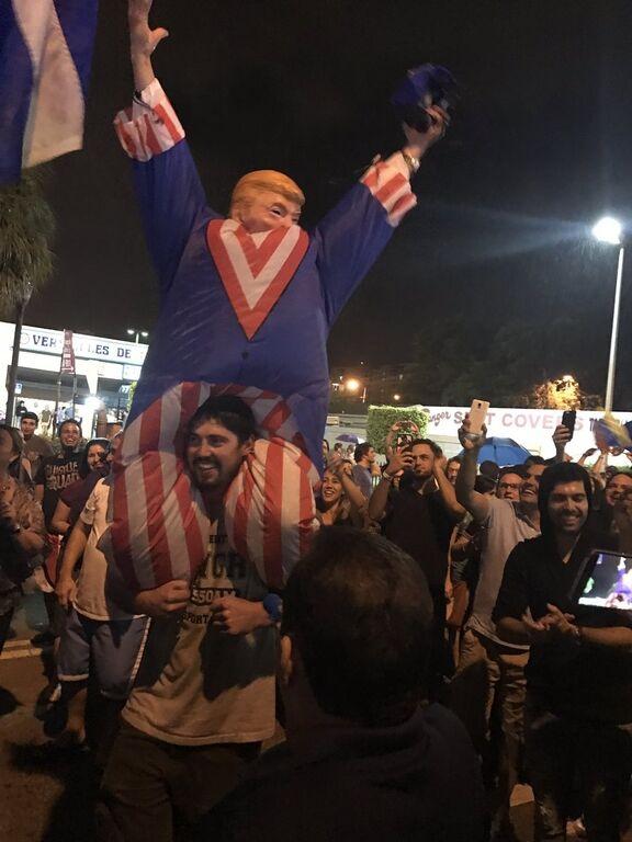 """""""Справжнє свято"""": у США з піснями і танцями відзначають смерть Кастро"""