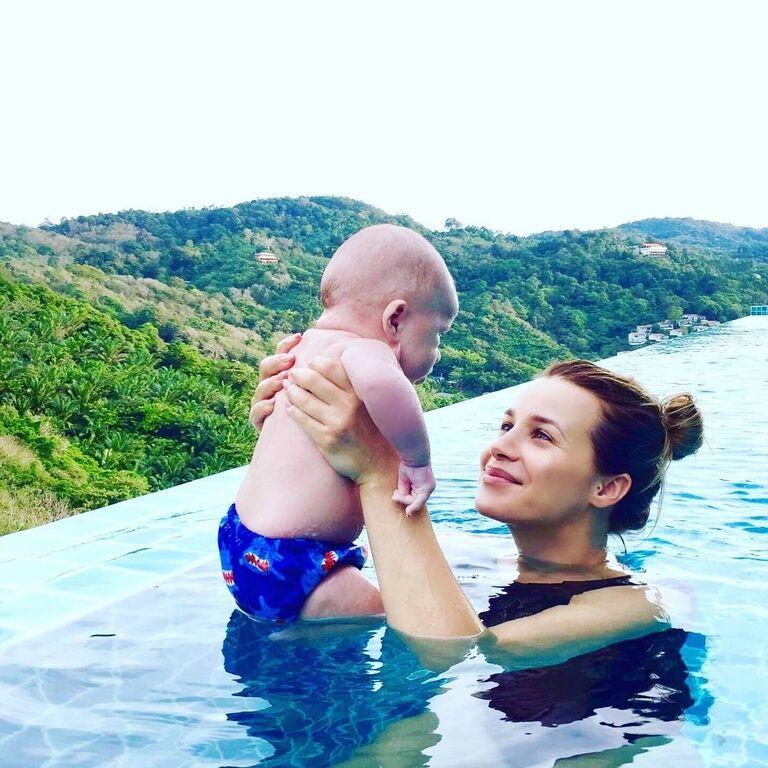 Сексуальная жена экс-футболиста сборной Украины признана мамой года