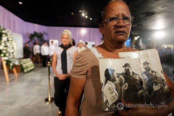 Выстраивались очереди: опубликованы эмоциональные фото прощания с Кастро