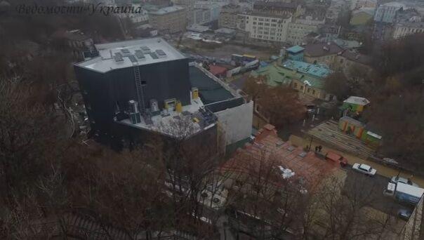 """Театр-""""крематорий"""" на Андреевском спуске сняли с дрона"""