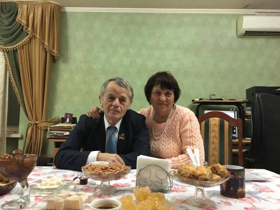 Долгожданная встреча: фотографии с освобожденным узником Кремля растрогали сеть