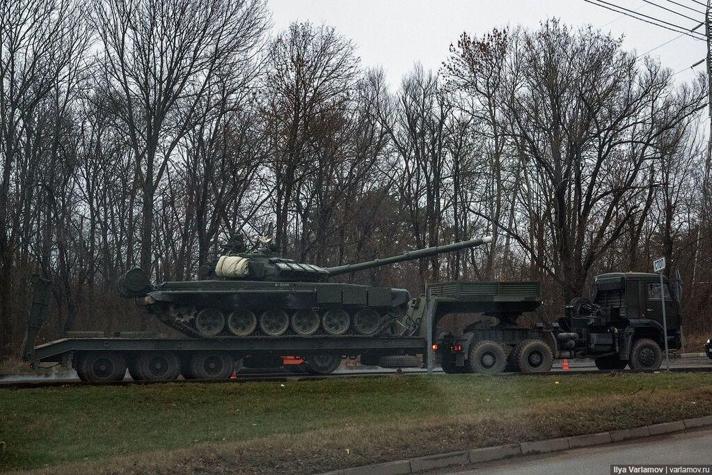 """""""Діється щось недобре"""": Варламов показав військову техніку на вулицях Сімферополя"""
