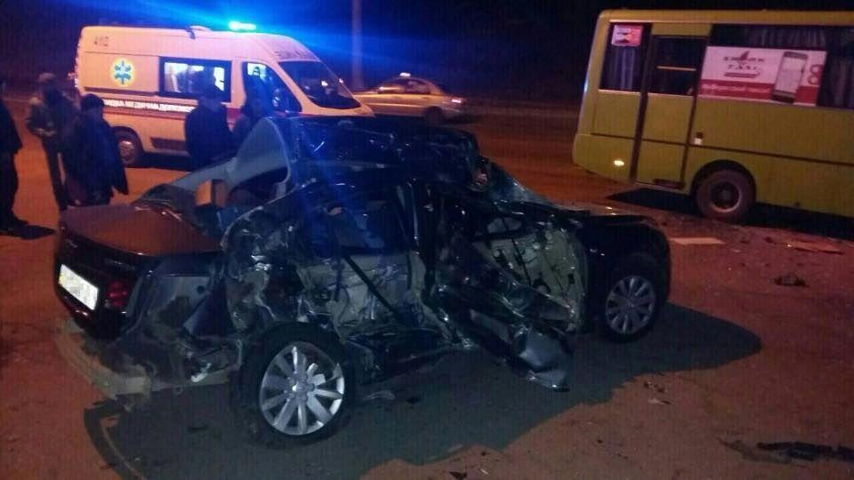У Харкові легковий автомобіль зіткнувся з маршруткою: троє загиблих, 7 постраждалих