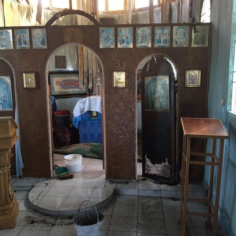 """У Маріуполі вночі """"ізгої суспільства"""" підпалили храм Київського патріархату"""