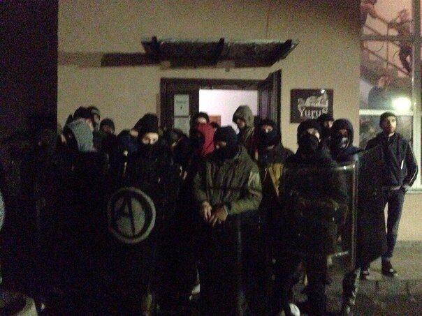 У Львові радикальна молодь влаштувала стрілянину і масові бійки