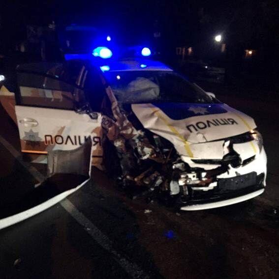 В Хмельницком авто патрульных столкнулось с такси: есть погибший