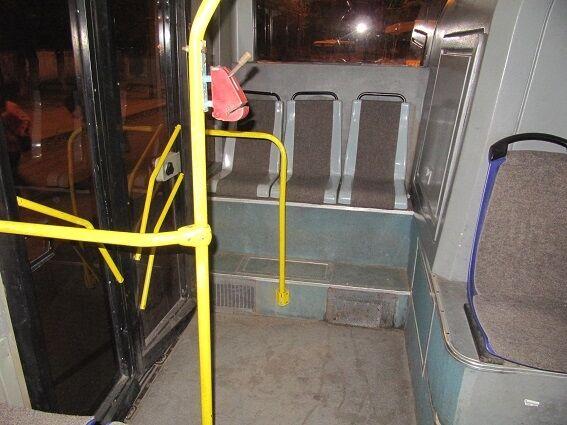 У київському тролейбусі сталася бійка з різаниною: загинула людина