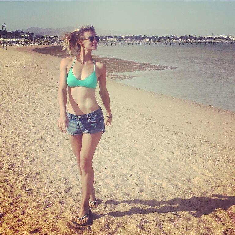Бикини и пляж. Знаменитая украинская теннисистка похвасталась соблазнительными фото с отдыха