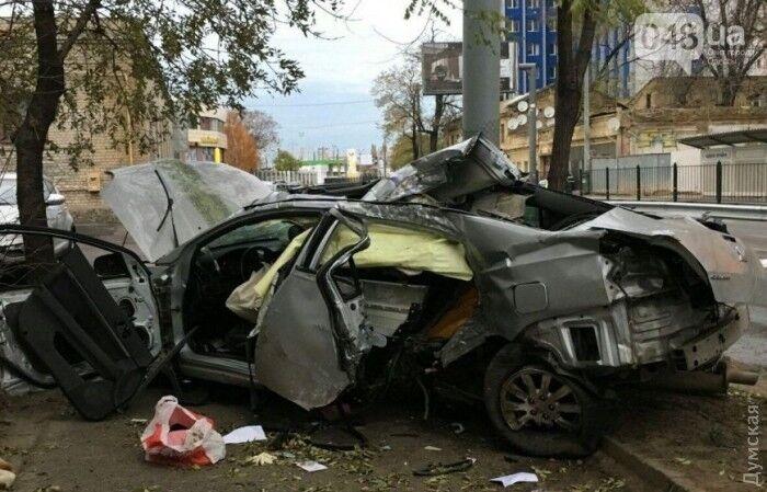 Влетіли у стовп: у страшній ДТП в Одесі загинули дві жінки