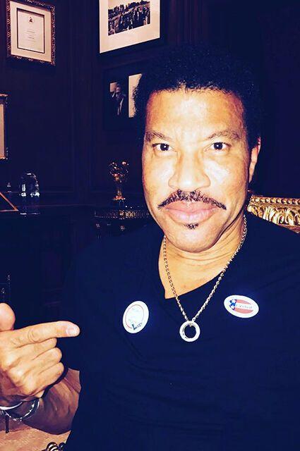 Леди Гага, Кэти Перри, Джастин Тимберлейк и другие звезды уже проголосовали на выборах