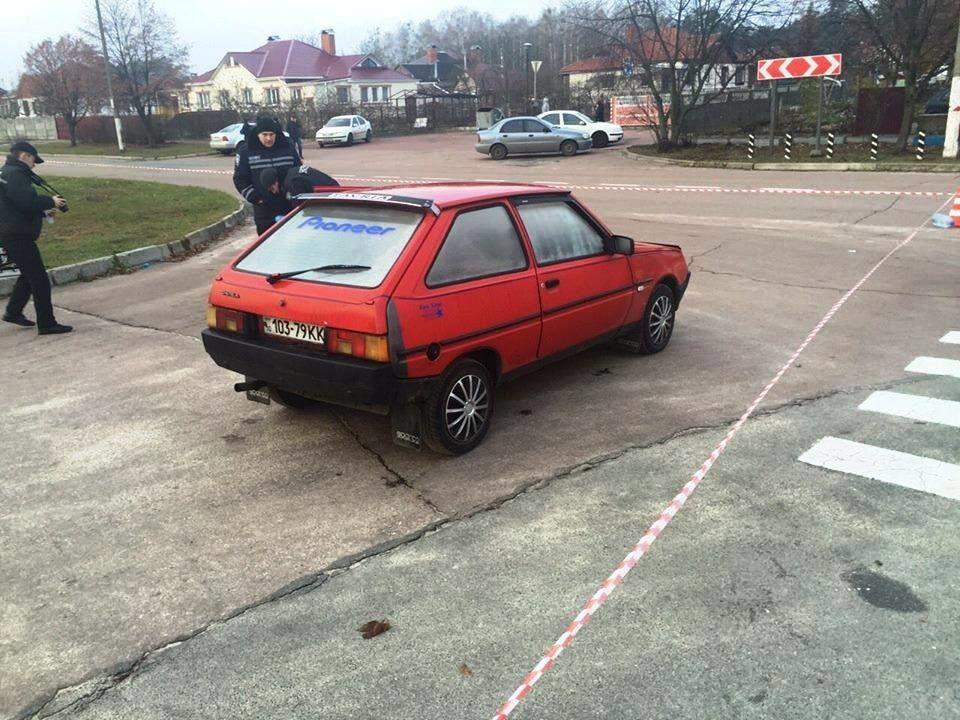 Поліція Київщини розшукує водія, який стріляв у копів