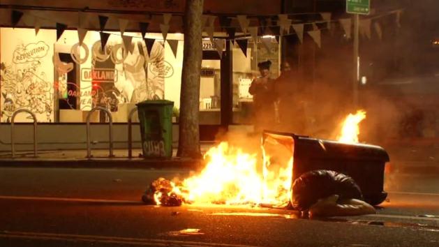 Начались поджоги: в США люди вышли на акции протеста после победы Трампа