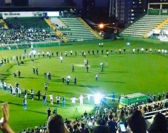 В Бразилии трогательно попрощались с погибшей в авиакатастрофе командой