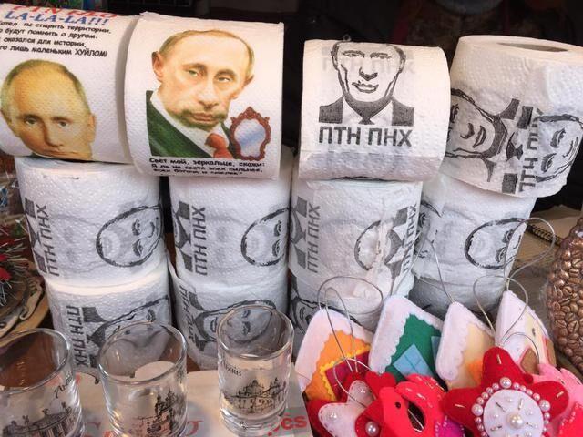 Вытирайте ноги: Путин стал звездой ярмарки во Львове