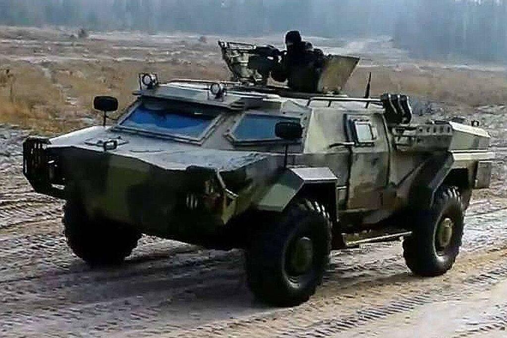 Герой американських бойовиків таємно приїхав до Білорусі, щоб придбати броньовика
