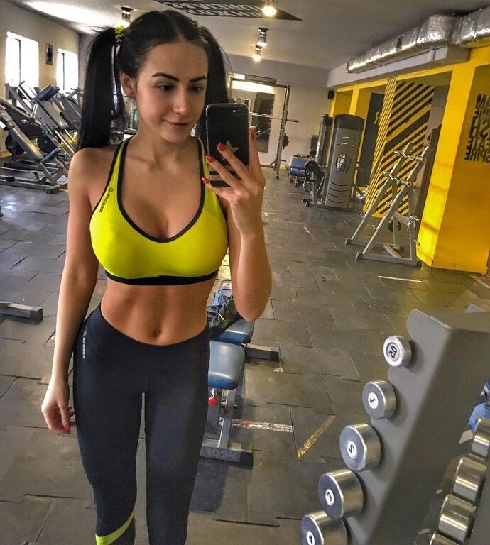 Фитнес-тренер из Ивано-Франковска покорила интернет своими формами