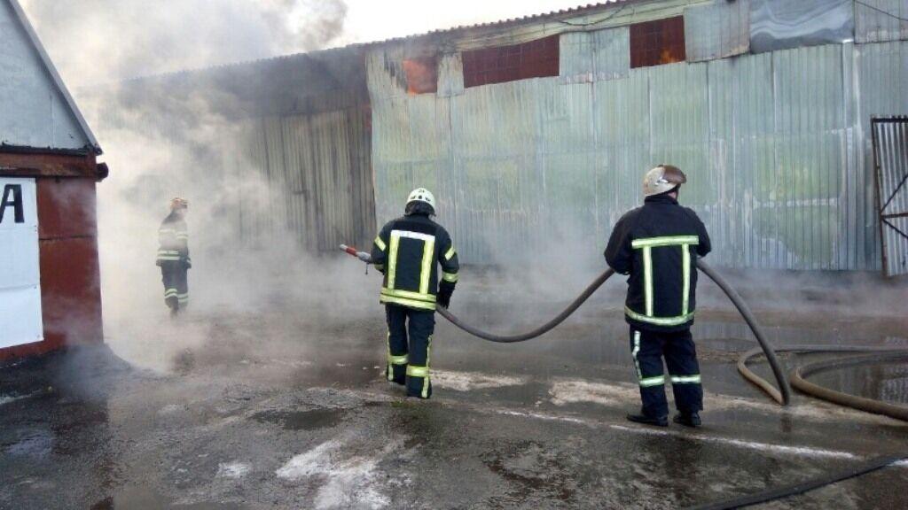Под Киевом горел склад с секонд-хендом