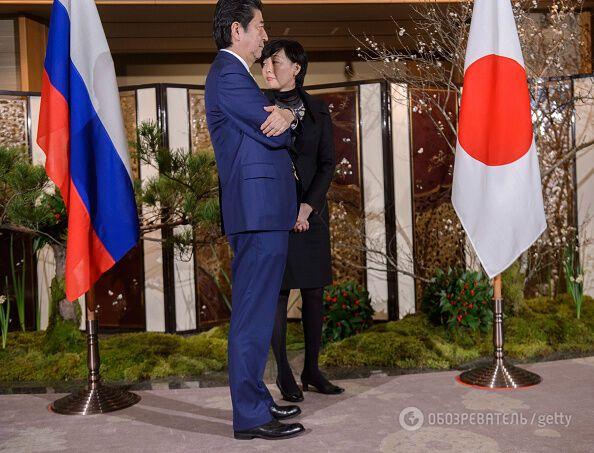 Самурай ждет гопника: Путин рассмешил опозданием на встречу с премьером Японии