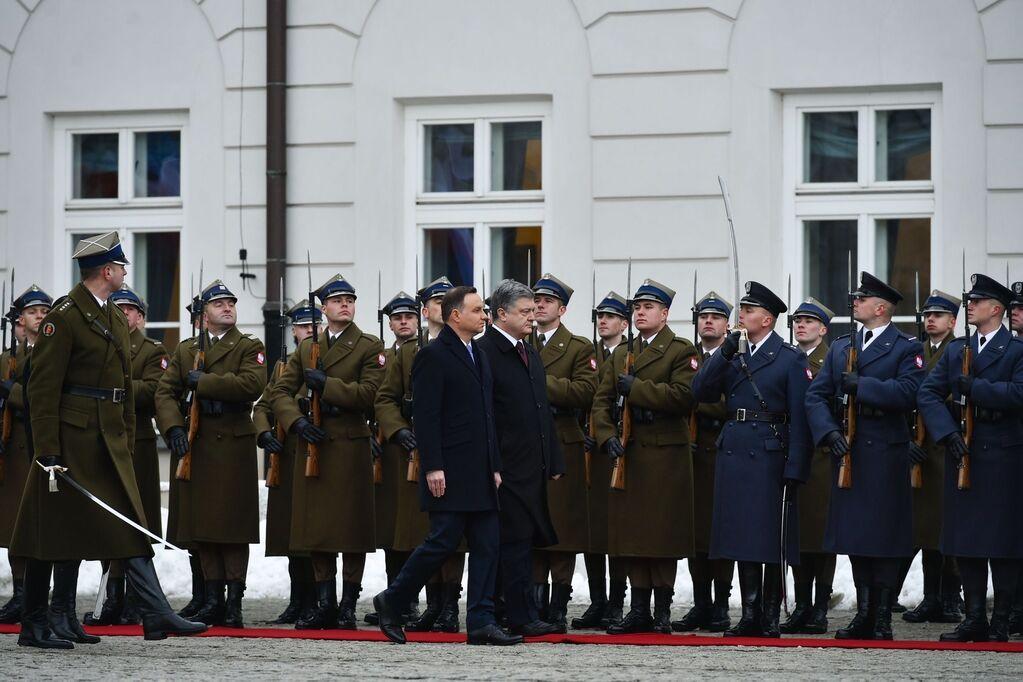 Порошенко прилетел на непростые переговоры с главным адвокатом Украины в ЕС