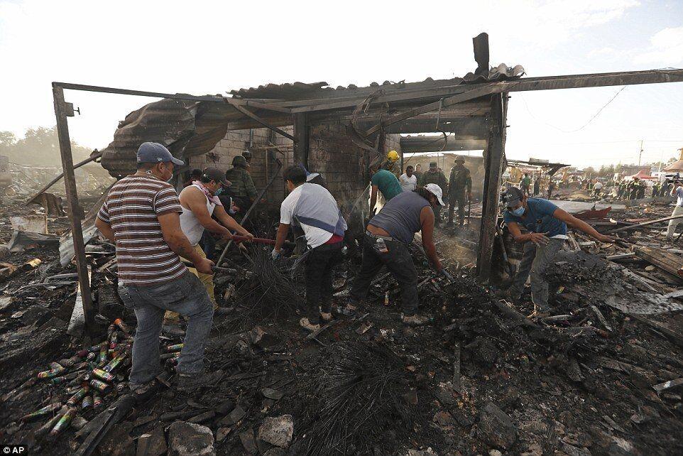 Взрыв на рынке фейерверков в Мексике убил десятки людей