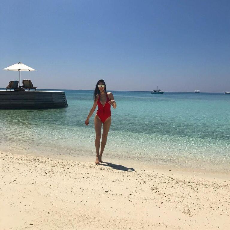 Роскошная жена футболиста сборной Украины похвасталась жаркими фото с Мальдив