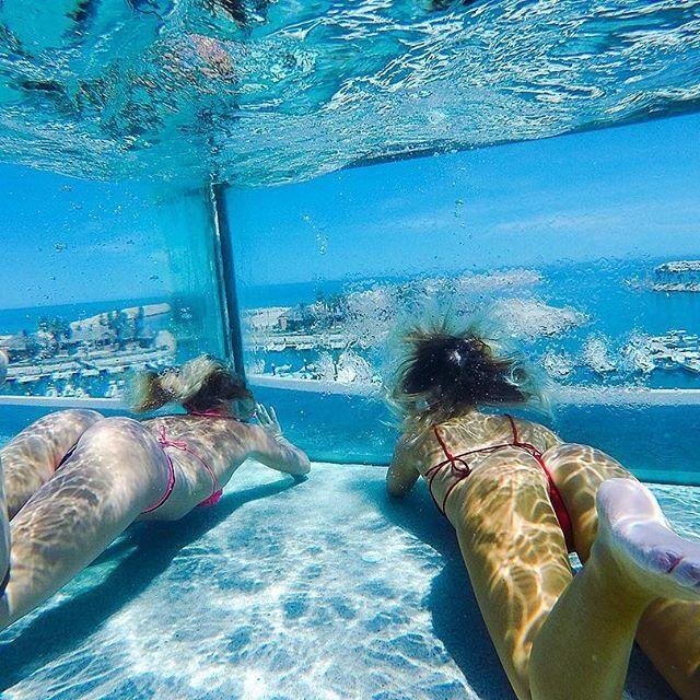 Сексуальные сестры-серфингистки покорили сеть фотографиями в бикини