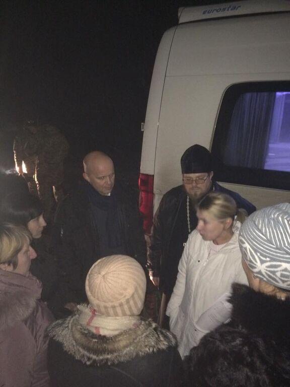 """Акт милосердия: Украина передала 15 сторонников сепаратистов главарям """"Л/ДНР"""""""