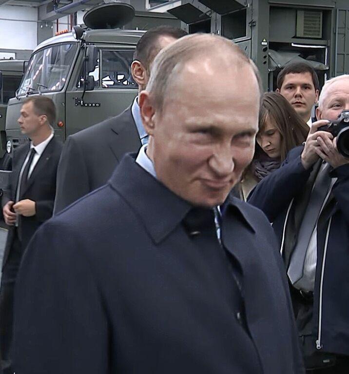 """""""Чем больше сдадим - тем лучше"""": в сети показали двойников Путина"""