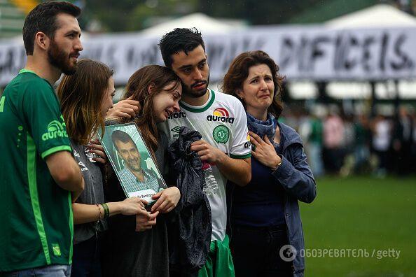 100 000 осіб прийшли на похорон футболістів, які розбилися в авіакатастрофі в Колумбії