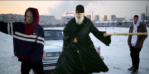 """Дерзкий джедай-гитарист: сеть взорвали фотожабы на """"опасного"""" патриарха Кирилла"""